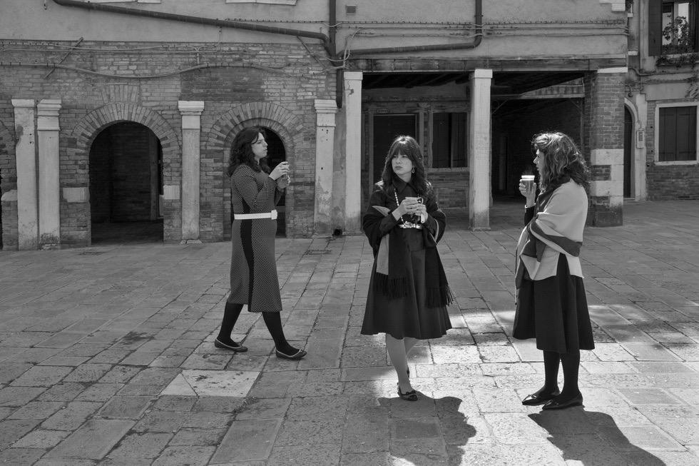 Ferdinando Scianna, Signore vestite a festa per Shabbat © Ferdinando Scianna / Magnum Photos