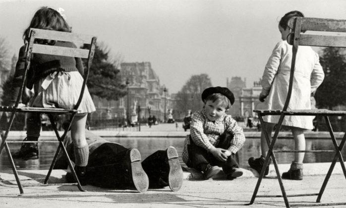 Bambini al Grand Bassin Jardin de Tuileries Parigi 1937 Herbert List