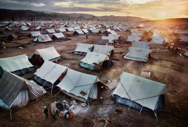 Campo rifugiati di Peshawar, Pakistan, 1984 © Steve McCurry