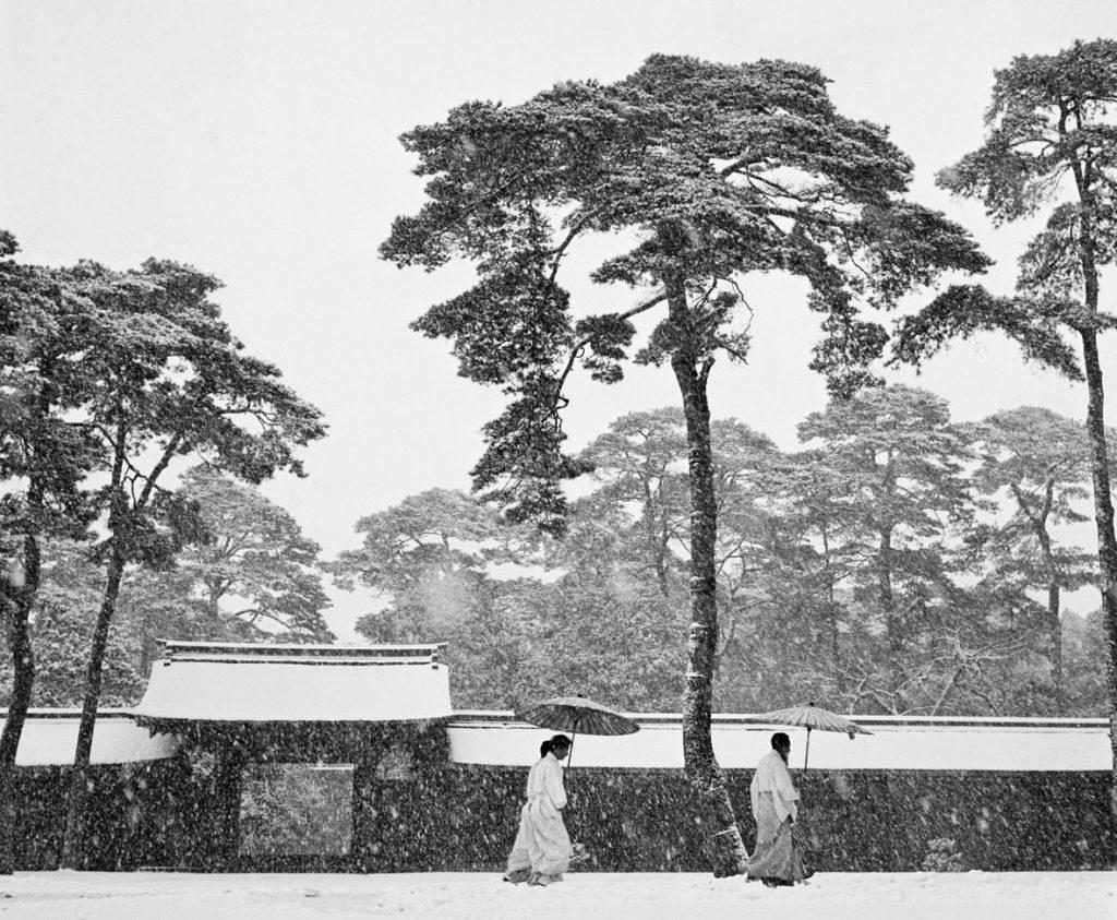 Werner Bischof JAPAN. Tokyo. Courtyard of the Meiji shrine. 1951.