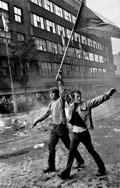 Invasion 68 Prague Josef Koudelka mostra palermo