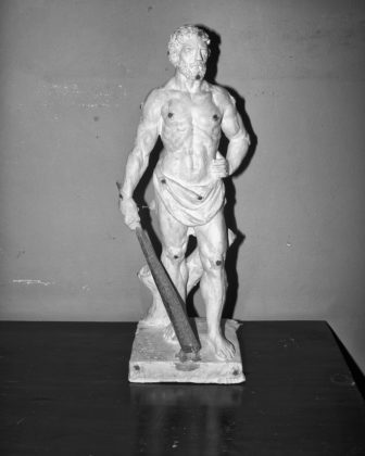 Jacopo Benassi mostra camera torino statua