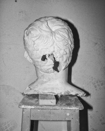 Jacopo Benassi mostra camera torino testa statua rotta