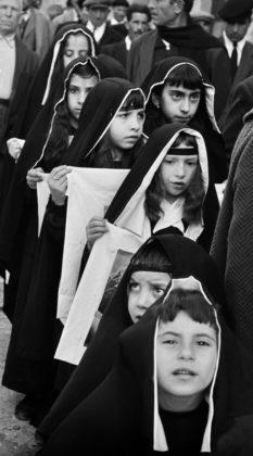 ferdinando scianna mostra venezia tre oci -processione venerdì santo
