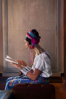 steve mccurry mostra mostra modena donna thailandese che legge