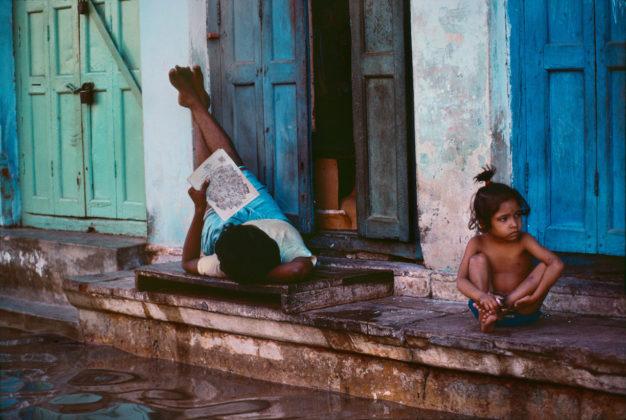 steve mccurry mostra mostra modena ragazzini che leggono in india