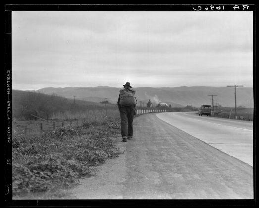 Dorothea Lange uomo cammina