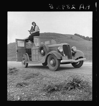 Dorothea Lange sulla macchina