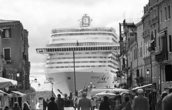 Gianni Berengo Gardin mostra forma milano grandi navi venezia