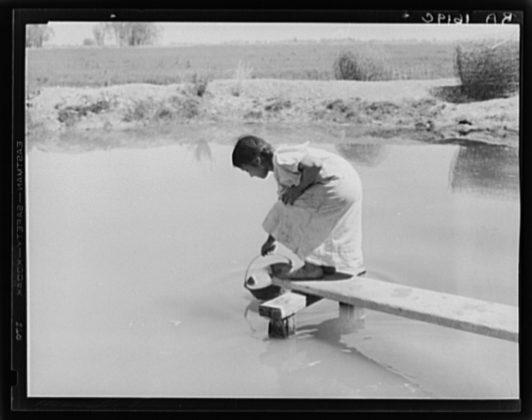 Dorothea Lange Drinking water