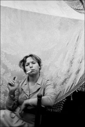 letizia battaglia ancona mostra donna che fuma