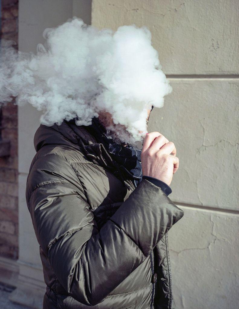 Tomaso Clavarino fumo davanti faccia uomo