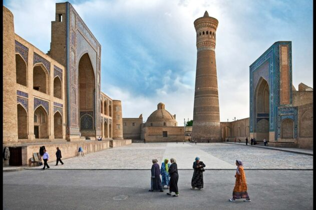 Madrasa di Mir-I-Arab e Minareto Kalon Bukhara 2009 Elio Ciol