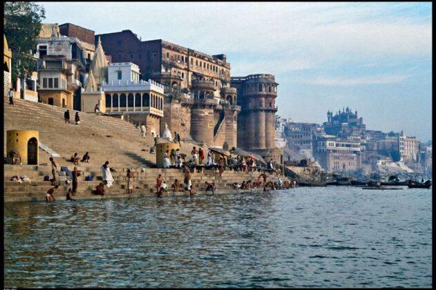 Varanasi 1981 Elio Ciol