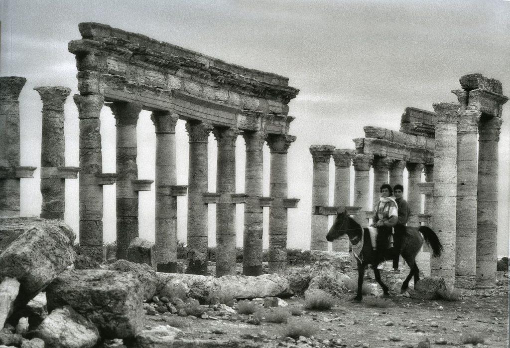 Elio Ciol Palmira Via Colonnata cavallo e ragazzi 29 marzo 1996