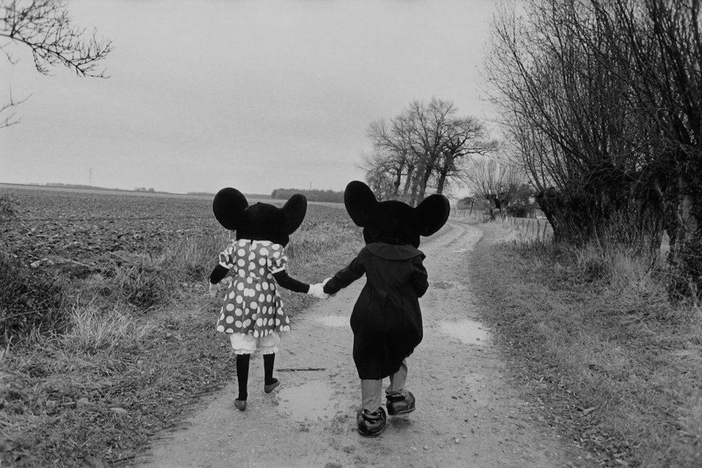 Alain Noguès Mickey Mouse et Minnie sur le futur site de Disneyland à Marne la Vallée 1985