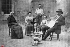 Famiglia Bertolotti, 1908-1910 negativo bianco e nero [riproduzione]