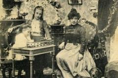 Guido Lazzaretti Reggio Emilia: Salotto dello stabilimento fotografico Guido Lazzaretti, ca. 1900 collotipo