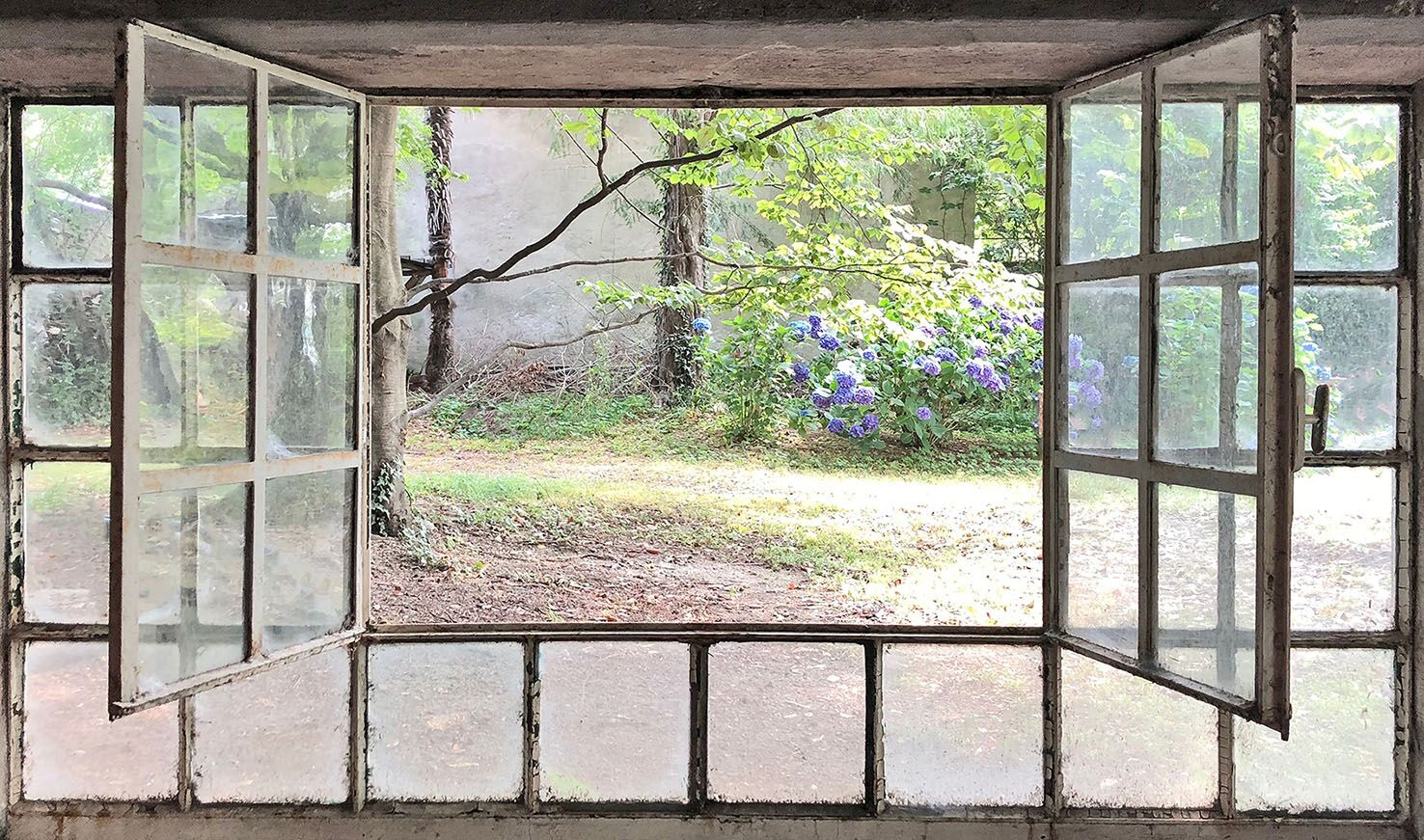 Vera Rossi,FINESTRA APERTA - Through the Window,2018,Stampa su plexiglass,cm 75x127,edition: Tiratura di 7,Courtesy Antonia Jannone Disegni di Architettura